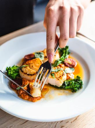 What is the Best Pan to Cook Scallops